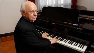 Il cardinale Baldisseri al pianoforte per il concerto nella cattedrale di Tursi, ore 21