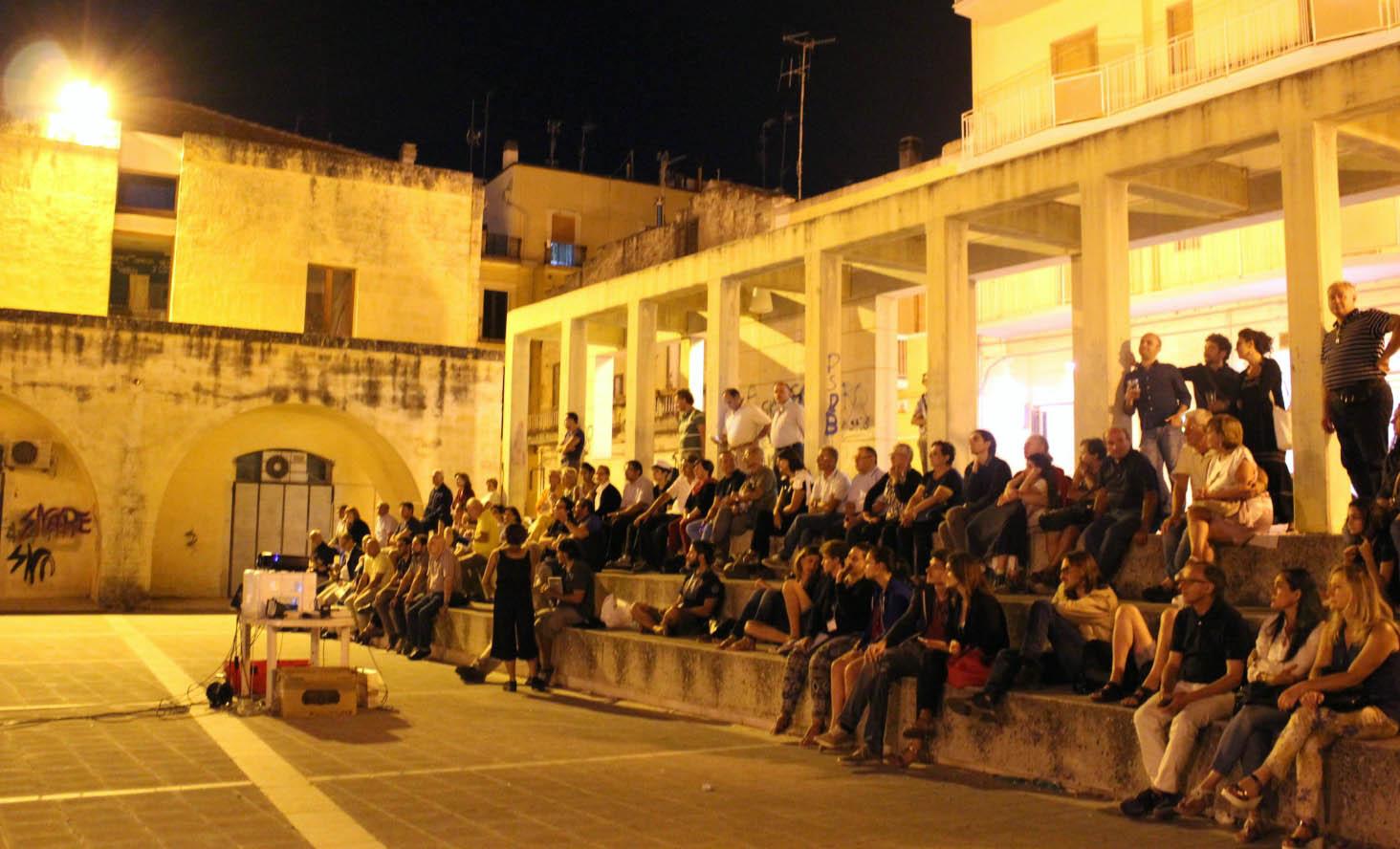 Ultima sera in piazza Firrao a Matera