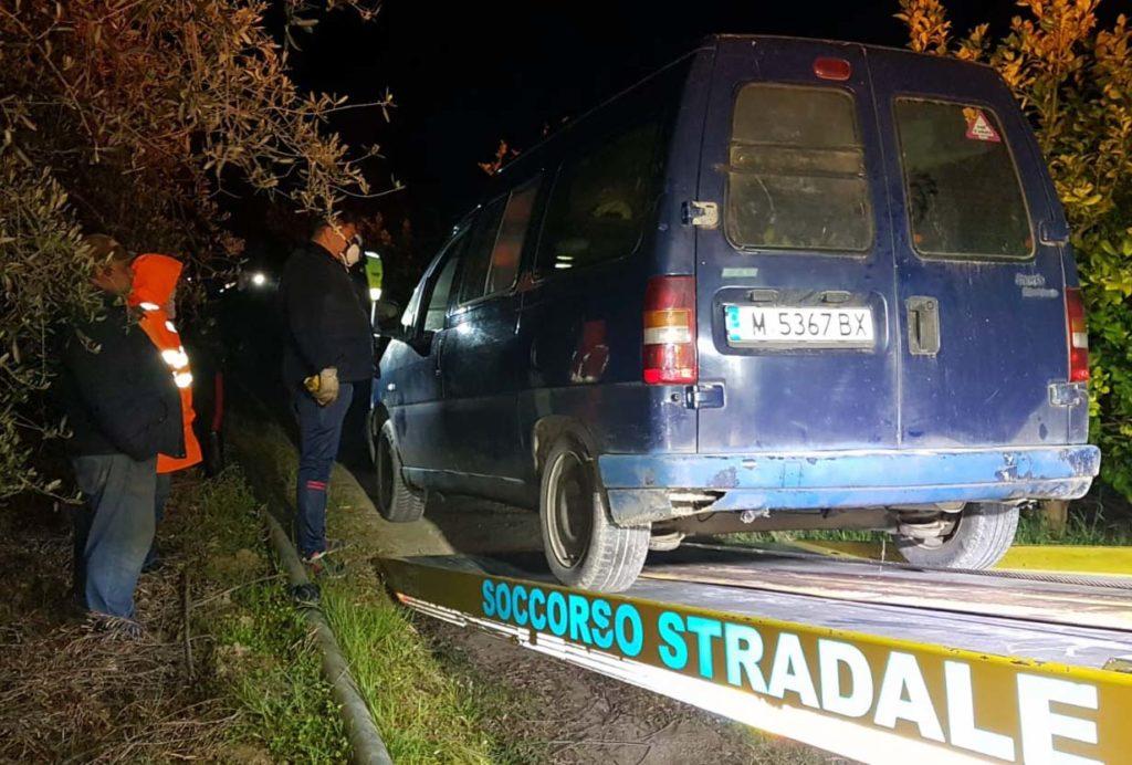 Sventato un furto di gasolio nelle campagne tursitane, malviventi in fuga abbandonano l'auto